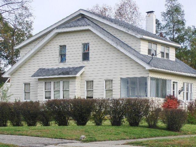 1056 Berwick Blvd, Pontiac, MI 48341 4 Bedroom House For