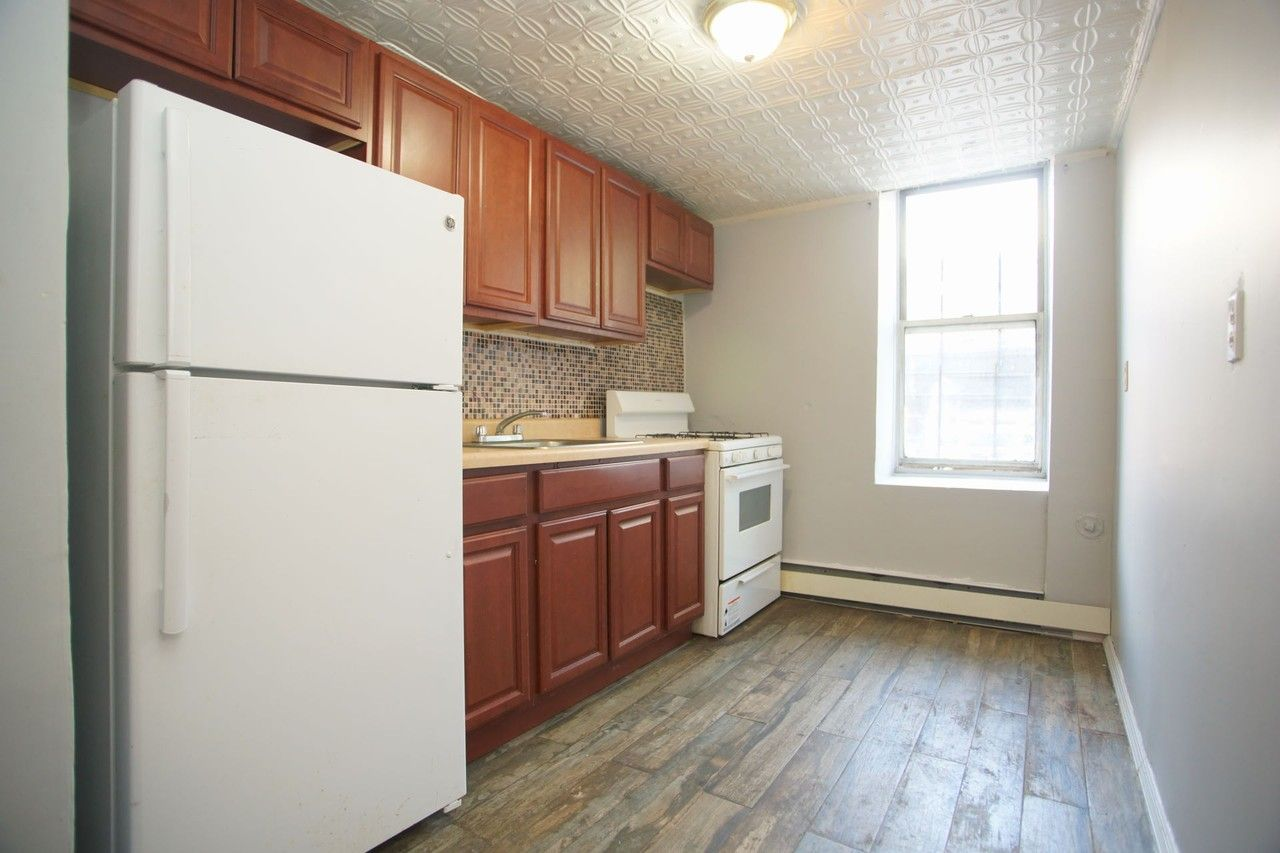 White Plains Rd Aa New York Ny 10466 2 Bedroom Apartment For Rent For 1 600 Month Zumper