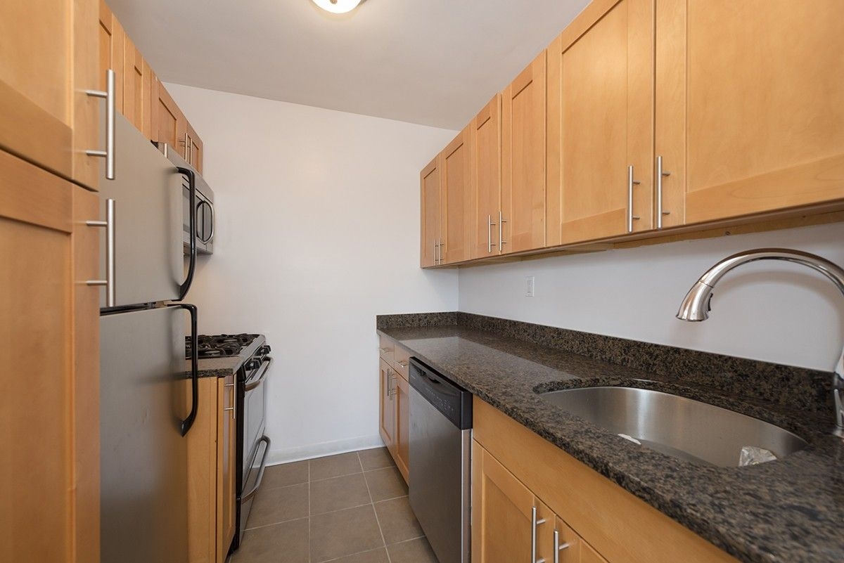 Esplanade Gardens Plaza W 142nd St 2nd Floor New York Ny 10037 2 Bedroom Apartment For Rent For 2 570 Month Zumper