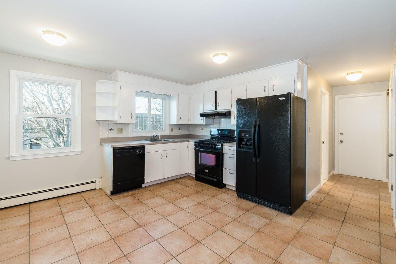 20 Bennett Street SECOND FLO, Bridgeport, CT 20 20 Bedroom ...
