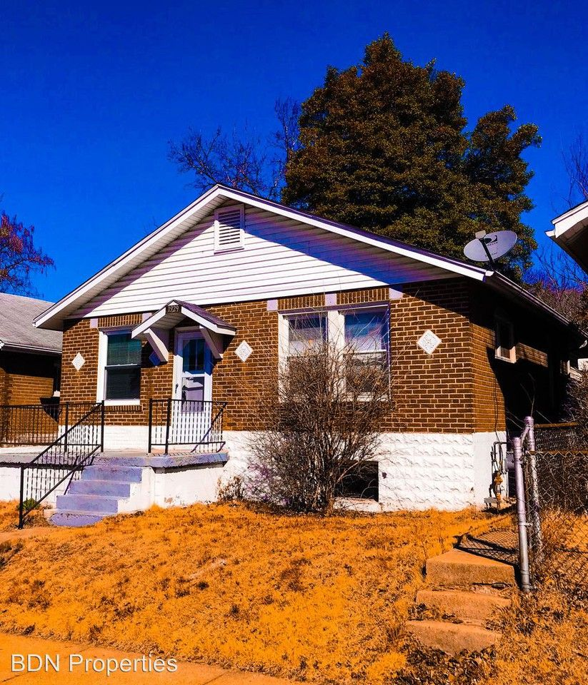 1929 Chippewa St, St. Louis, MO 63118 3 Bedroom House For