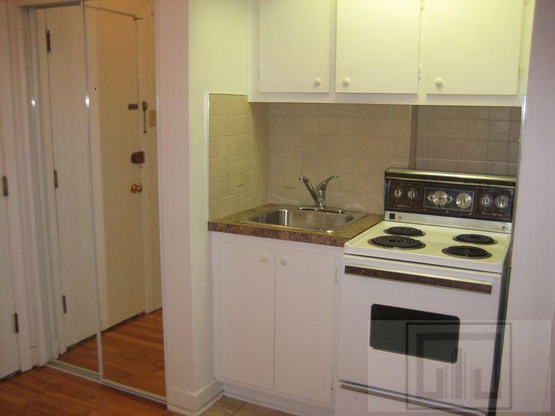 2645 Rue Bercy, Montréal, QC H2K 2V9 Studio Apartment for ...