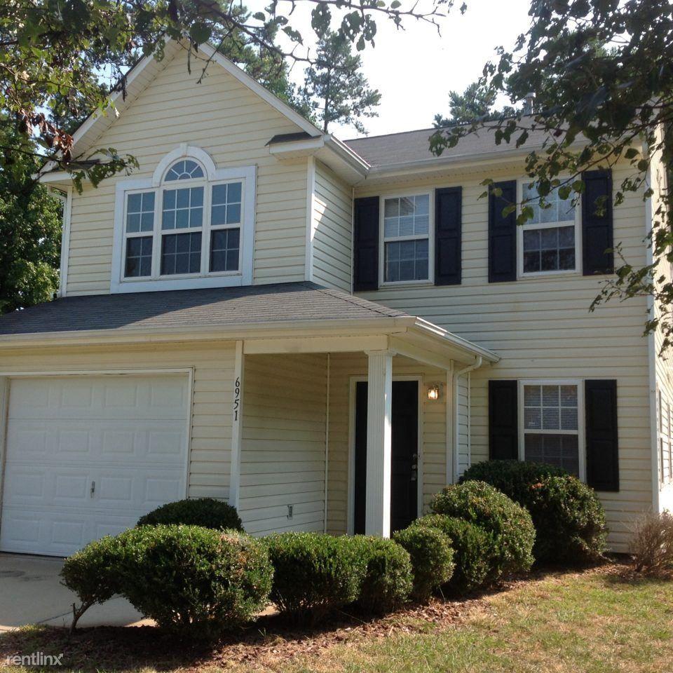 6951 Silver Garden Ln, Charlotte, NC 28216 3 Bedroom House