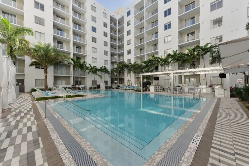 Pearl Dadeland Apartments For Rent 7440 N Kendall Dr