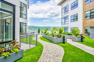 Pleasing Newly Renovated 1 Bedroom Apt In Garden Building Download Free Architecture Designs Xoliawazosbritishbridgeorg