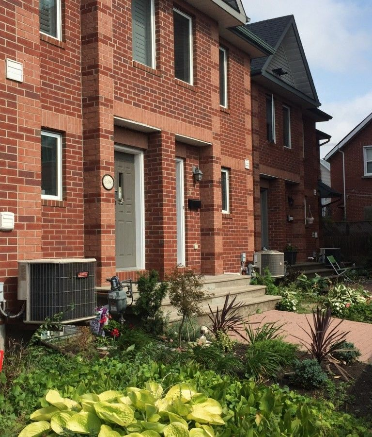 3 Bedrooms Apartment For Rent: 395 Bell St S, Ottawa, ON K1S 4K5 3 Bedroom Apartment For
