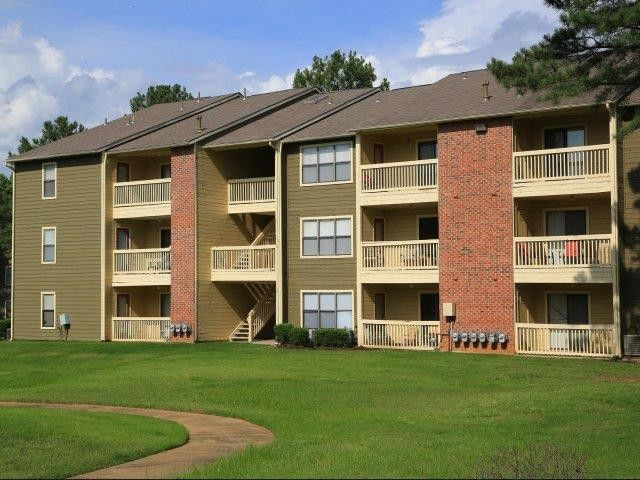 The Woods at Ridgeway Apartments for Rent - 6277 Lake ...