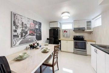 15 Dundonald St, Toronto, ON M4Y 1K4 1 Bedroom Apartment for