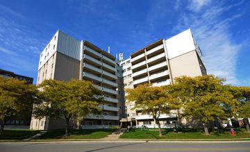 447 Kerr Street, Oakville, ON L6K 3C2 2 Bedroom Apartment