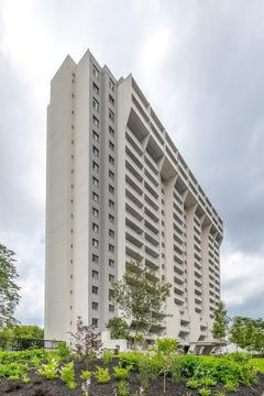 Richmond Square Apartments for Rent - 300 Regina St N, Waterloo, ON