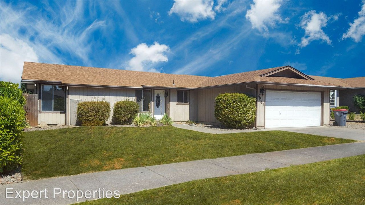 2241 Temple Dr, Medford, OR 97504 3 Bedroom House for Rent ...