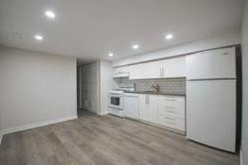 Keele St Glenlake Ave Toronto On M6p 2k1 2 Bedroom Apartment For Rent 1 695 Month Zumper