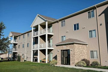 Lake Crest Apartments 108 7th St Nw West Fargo Nd 58078 Zumper