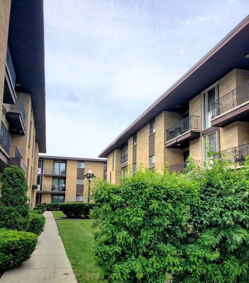 3184 West 115th Street #2nd Floor, Merrionette Park, IL