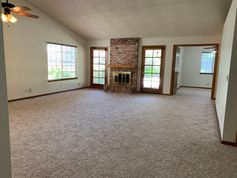 902 N Parkwood Ct Visalia Ca 93291 3 Bedroom Apartment For Rent
