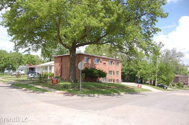 1130 Oakcrest St #1, Iowa City, IA 52246