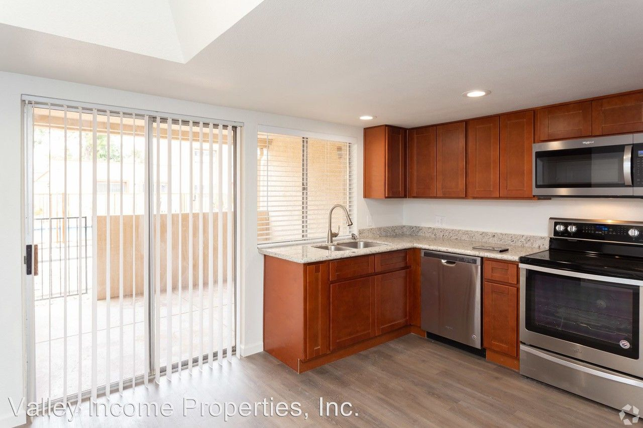 Camelback Gardens Apartments For Rent 2101 W Colter St