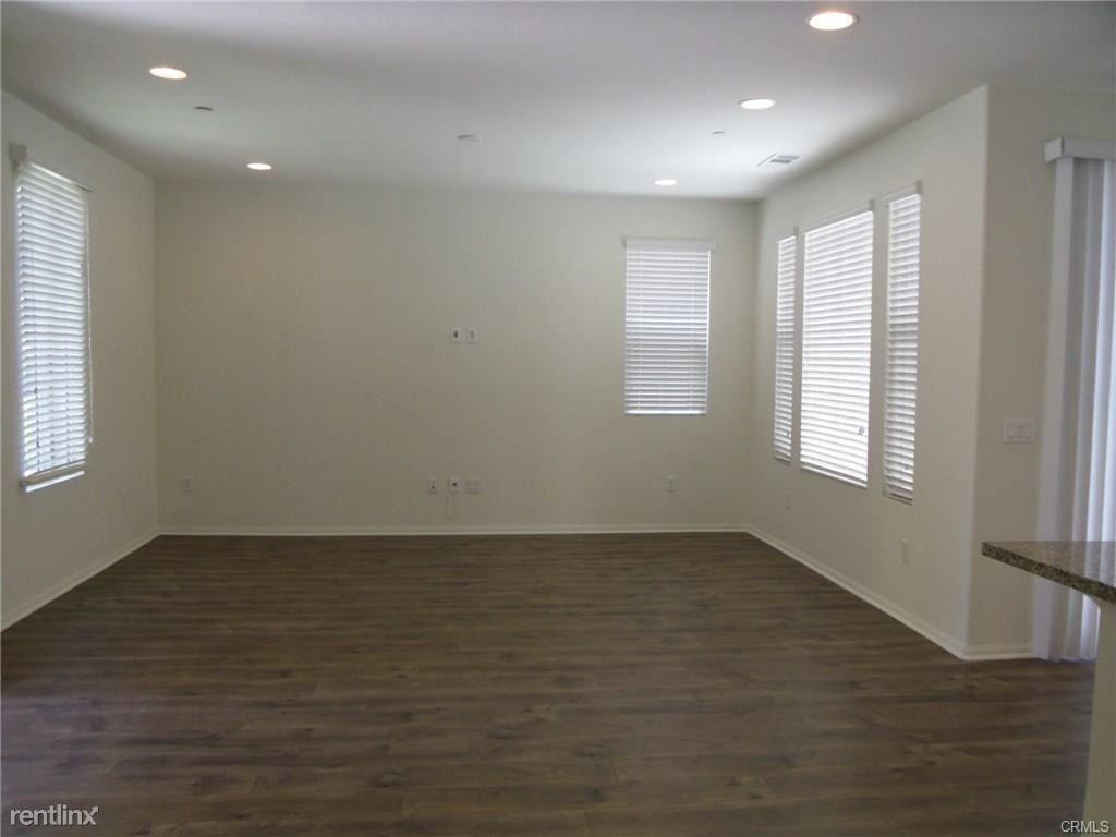 153 Fixie Irvine Ca 92618 3 Bedroom Apartment For Rent
