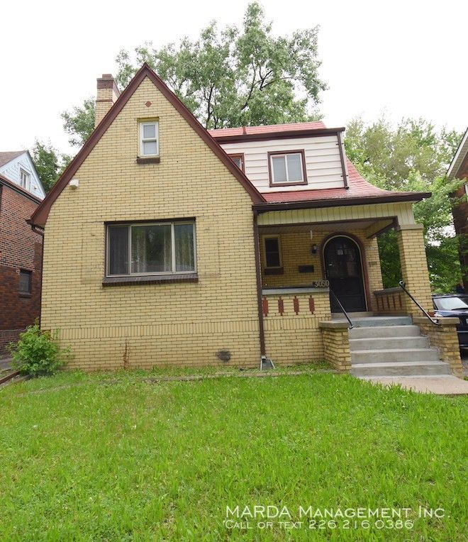 3050 Alexander Ave #UPPER, Windsor, ON N9C 1G5 3 Bedroom