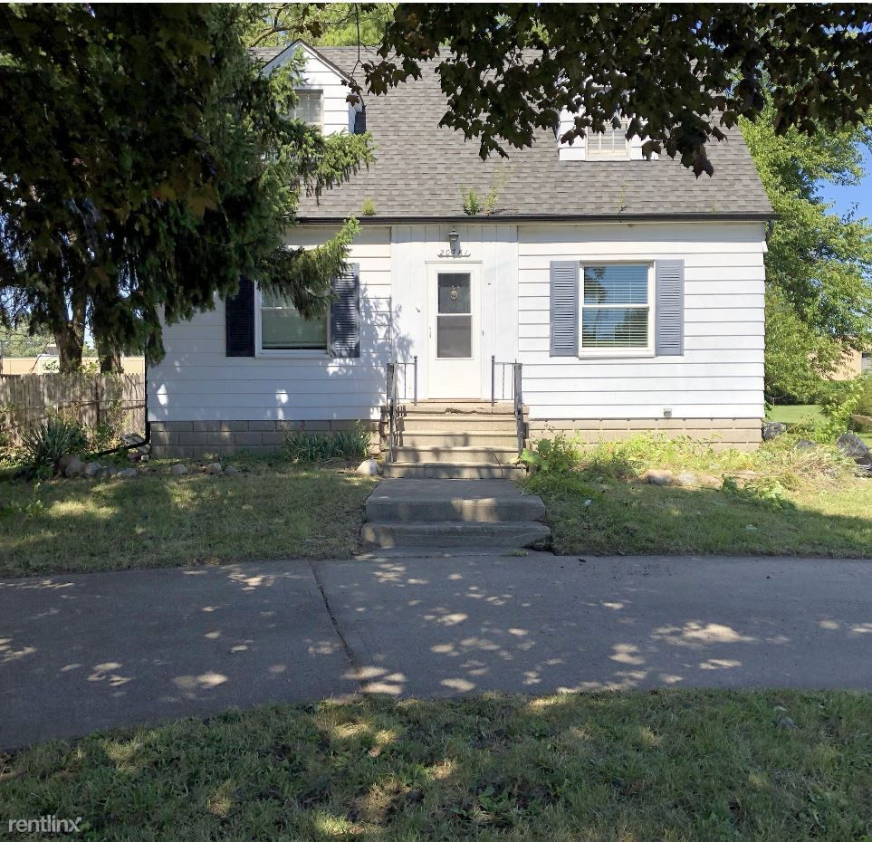 20781 15 Mile Rd, Mount Clemens, MI 48035 3 Bedroom House