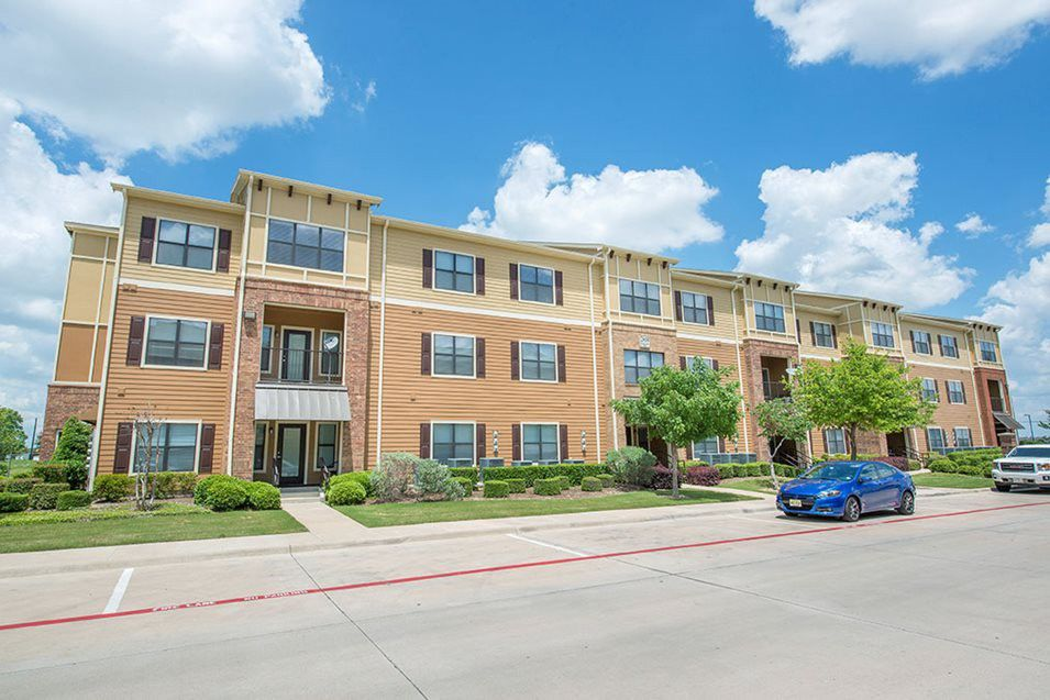 Best Western Center Boulevard Apartment Rentals in Fort Worth, Texas