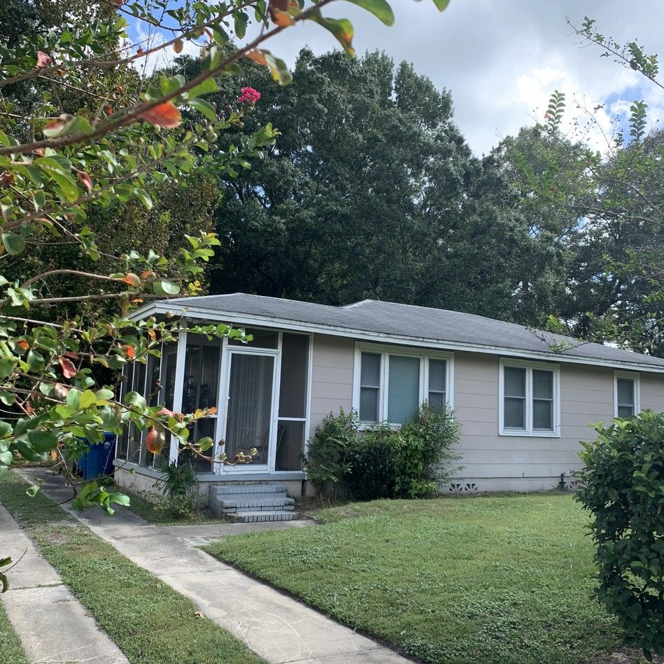 5803 Poitier Drive, Jacksonville, FL 32209 Room For Rent
