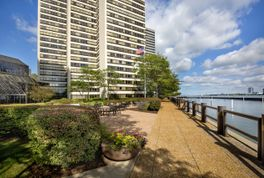 Riverfront Towers - Photo 3