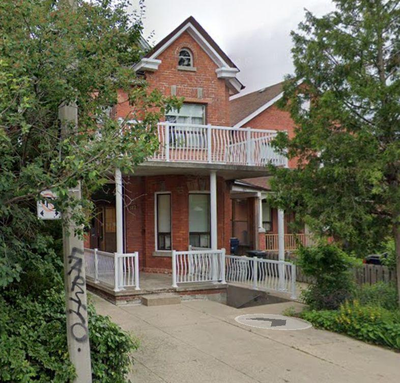 182 Clinton Street, Toronto, ON M6G 2Y5 2 Bedroom