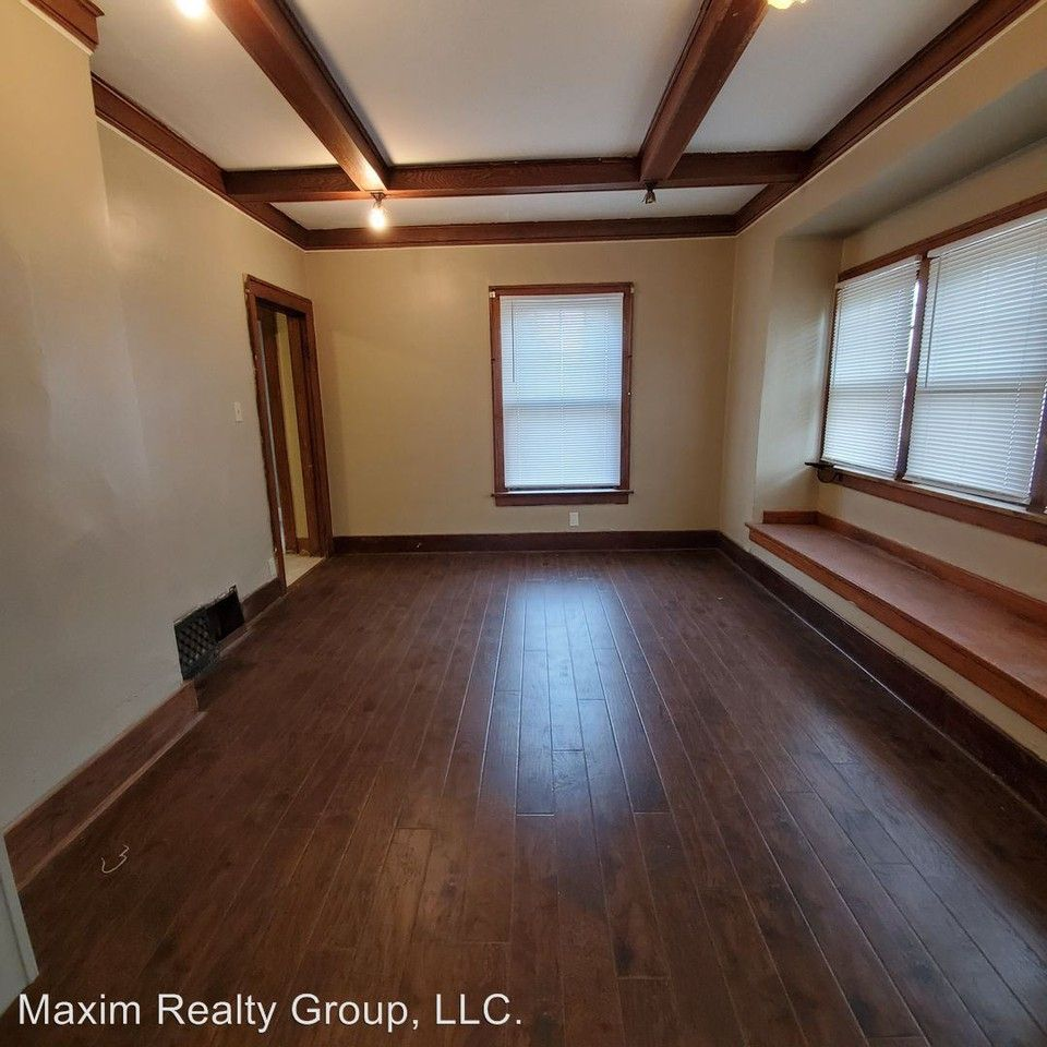 2556 Woolworth Ave, Omaha, NE 68105 3 Bedroom House For