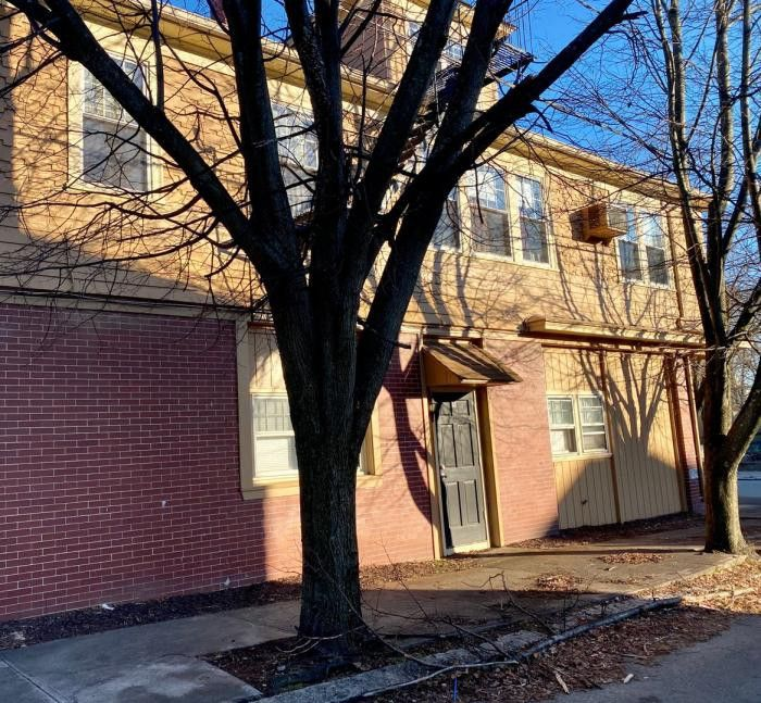 Apartments For Rent Under 1000 Near Me: 77 Governor St, Cranston, RI 02920 2 Bedroom Apartment For