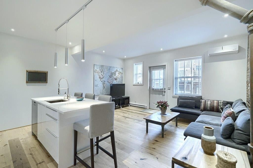 3 1 2 1 Bedroom Fully Furnished All Included In The Heart Of The Plateau Mont Royal Apartments For Rent 5030 Boulevard Saint Laurent 1 Montreal Qc H2t 1r7 Zumper