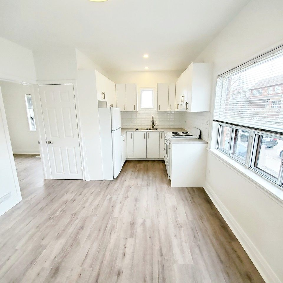 Apartments For Rent In Toronto: Earlscourt Avenue #207, Toronto, ON M6E 4B2 1 Bedroom