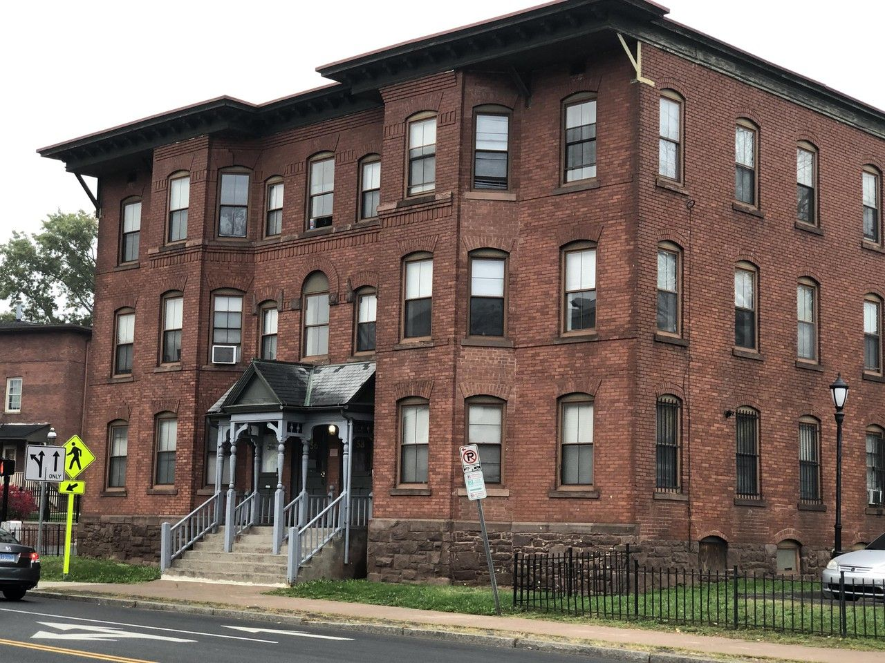 56 Maple Street 201 Hartford Ct 06114 3 Bedroom Apartment For Rent For 1 250 Month Zumper