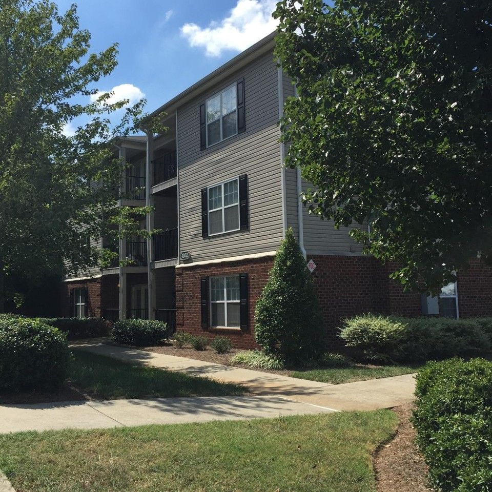 1002 S Lindell Rd M Greensboro Nc 27403 1 Bedroom Apartment For Rent For 390 Month Zumper