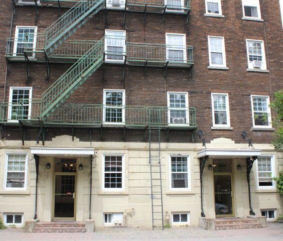 Efficiency Apartment For Rent: 3641 Rue Sainte Famille, Montréal, QC H2X 2L5
